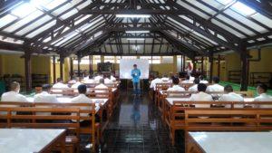 インドネシアの送出し機関での勉強風景。オープンなところでした。